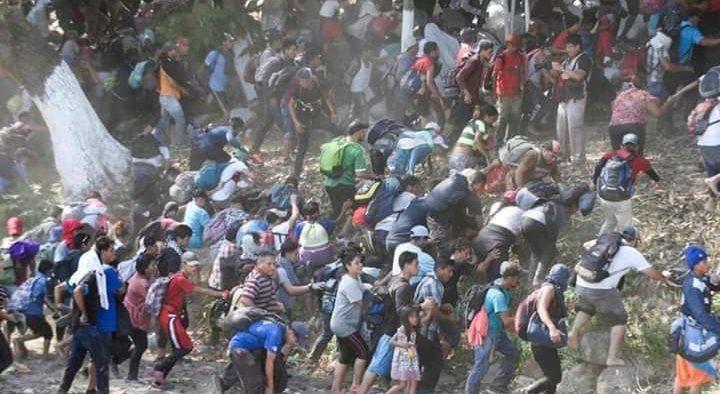 Migrantes de la caravana buscan refugio diario colon