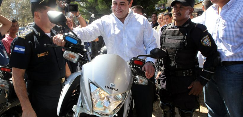 """tenemos una Policía Nacional que es ejemplo de transparencia y lucha contra la corrupción"""""""
