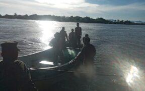 Rescatan a tres pescadores que habían naufragado en el Caribe de Honduras Por: